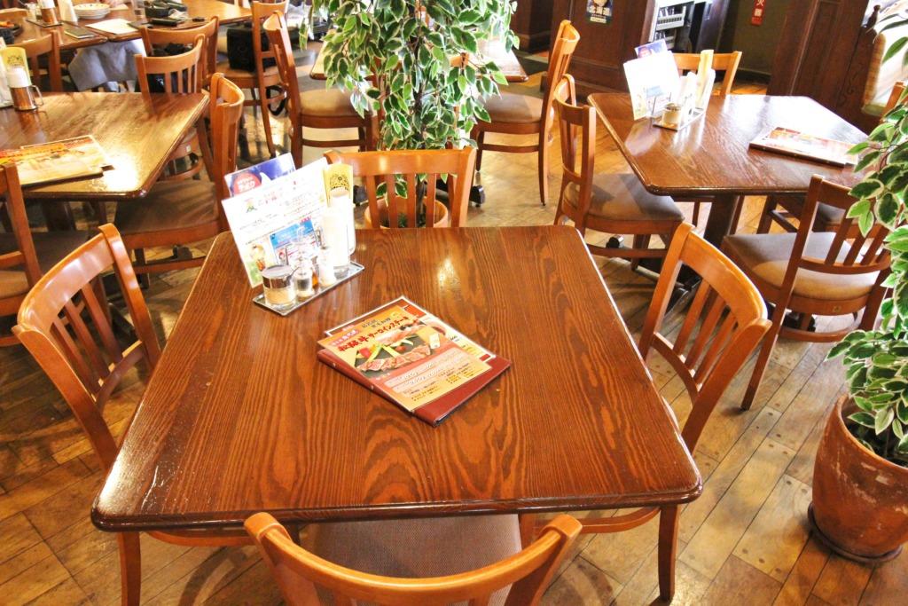 2〜4名テーブル①